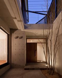 東区 アオダモの家 (玄関アプローチ(撮影:車田写真事務所))