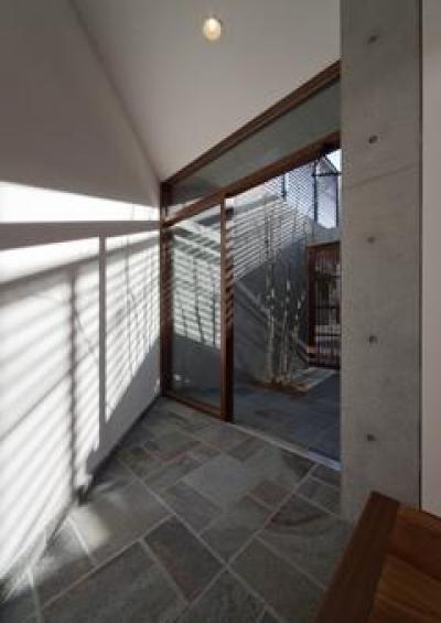 日差しが差し込む玄関(撮影:車田写真事務所) (東区 アオダモの家)