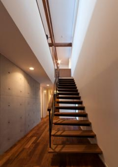 階段(撮影:車田写真事務所) (東区 アオダモの家)