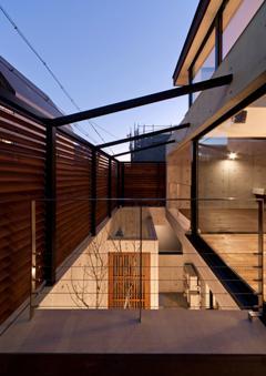 東区 アオダモの家の写真 エントランス空間-上方(撮影:車田写真事務所)