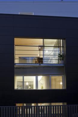 光と風を共有する家 (親子で光と風を共有する開口1)