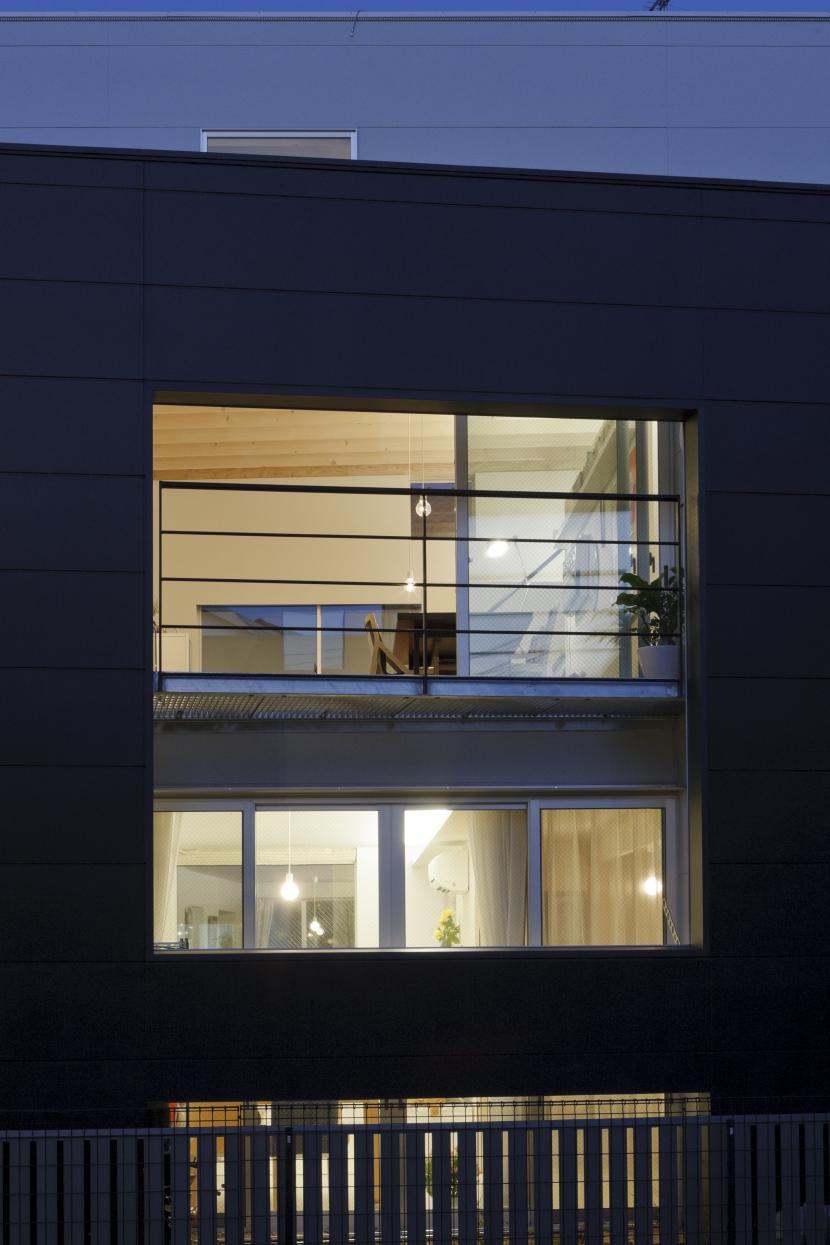 光と風を共有する家の部屋 親子で光と風を共有する開口1