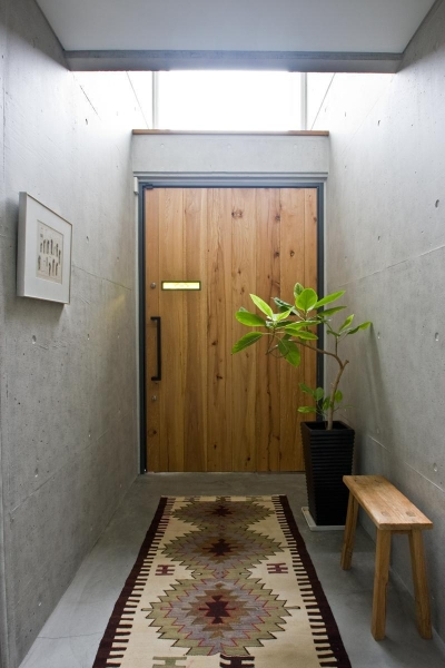 猫と共存する家 (玄関)