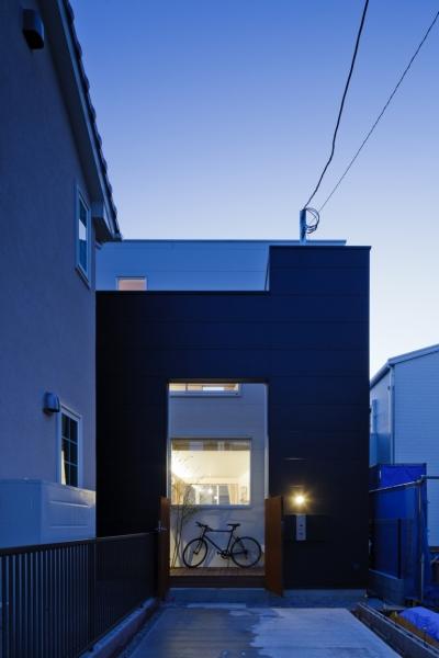 光と風を共有する家 (旗竿側から見た外観)