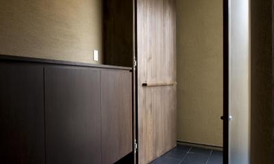 和モダンの家 (玄関)