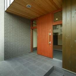 浜寺公園の家#薪ストーブのある吹き抜けリビング (玄関-外観)