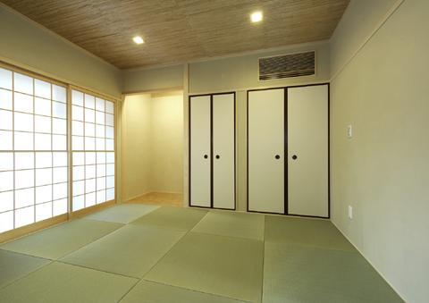 浜寺公園の家#薪ストーブのある吹き抜けリビング (和室)