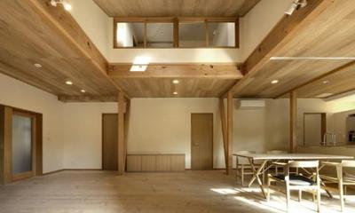 浜寺公園の家#薪ストーブのある吹き抜けリビング (吹き抜けの広々リビング2)