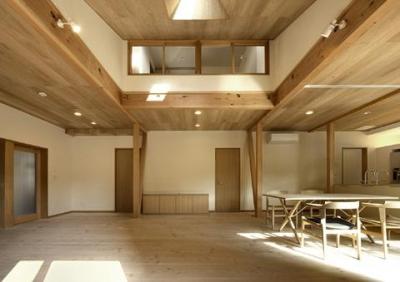 浜寺公園の家 (吹き抜けの広々リビング2)