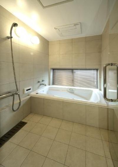 広々浴室 (浜寺公園の家)