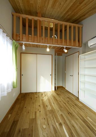 浜寺公園の家#薪ストーブのある吹き抜けリビング (ベッドルーム2)