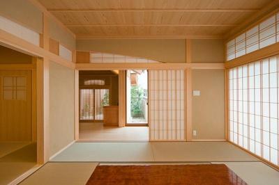和室8帖から玄関を眺める(撮影:幸田青滋) (花游雲月亭(大谷邸))
