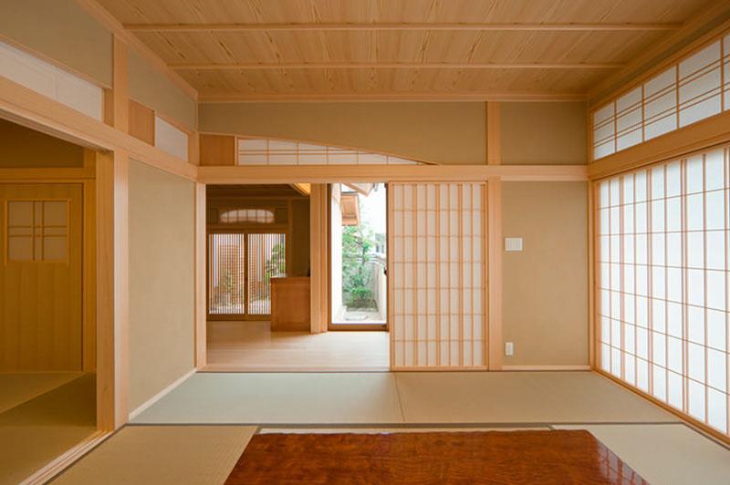 花游雲月亭(大谷邸)の部屋 和室8帖から玄関を眺める(撮影:幸田青滋)