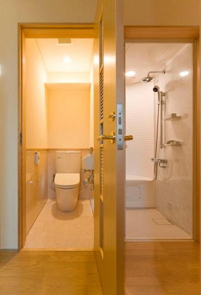 2階-WC&シャワーユニットルーム(撮影:幸田青滋) (花游雲月亭(大谷邸))