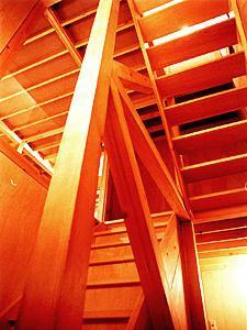 T-BOXの部屋 ウッディな階段