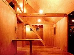 T-BOX (3階-ロフトの階段)
