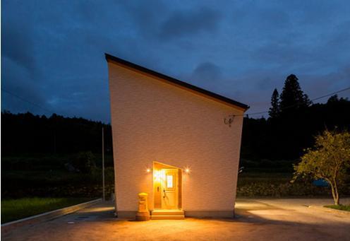 太陽光の家 (外観)