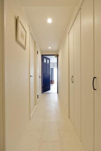 廊下3 (色と遊び心ありの18帖リビング)