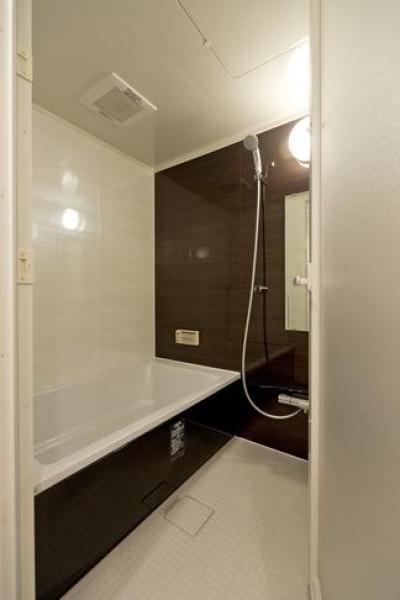 バスルーム (色と遊び心ありの18帖リビング)