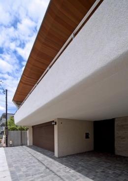 NAG-house  スキップフロアーの家 (エントランス-門とパーキング)