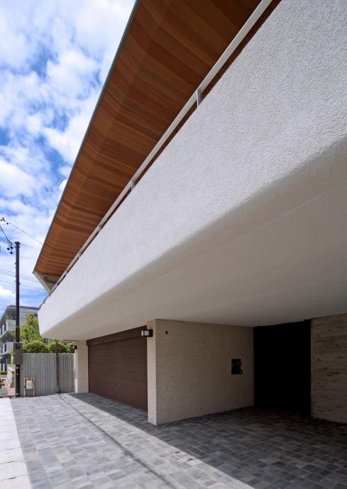 NAG-house  スキップフロアーの家の写真 エントランス-門とパーキング