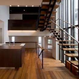 NAG-house  スキップフロアーの家 (対面式キッチン)