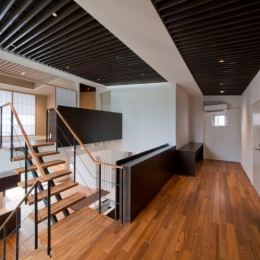 NAG-house  スキップフロアーの家 (2階-読書・書斎コーナー)