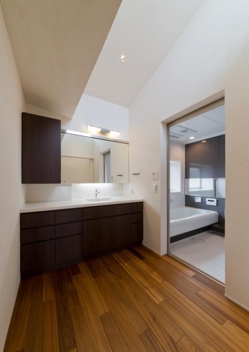 NAG-house  スキップフロアーの家の写真 洗面・浴室