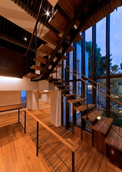 NAG-house  スキップフロアーの家の部屋 室内階段