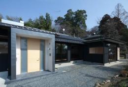 鳥栖の住宅01 (外観-玄関(撮影:Y.Harigane))
