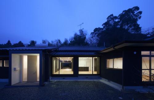 鳥栖の住宅01の部屋 外観-夜景(撮影:Y.Harigane)