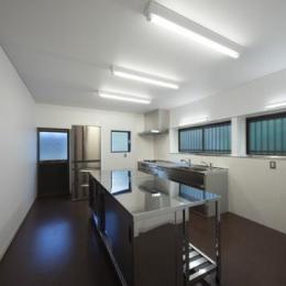 鳥栖の住宅01 (親世帯キッチン(撮影:Y.Harigane))