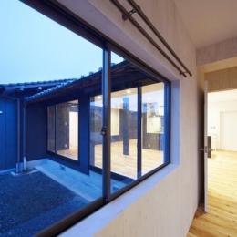 鳥栖の住宅01 (ベッドルームから外を見る(撮影:Y.harigane))