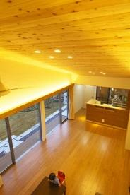 見沼の家「大地を感じる住まい」の部屋 吹き抜けのリビング(撮影:齋藤写真事務所)