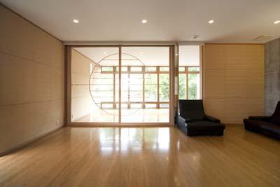 松任茶屋の家の部屋 2階リビング(撮影:Nobutoshi Izumi)