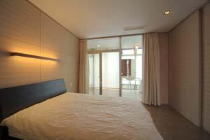 松任茶屋の家の部屋 ベッドルーム(撮影:Nobutoshi Izumi)