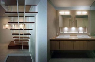 九条の家 (階段・洗面室)