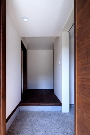 長門の家  House In Nagatoの部屋 シンプルシックな玄関