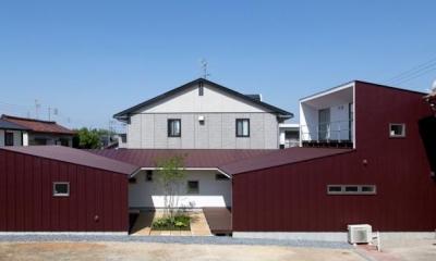 平屋のコートハウス (正面外観)