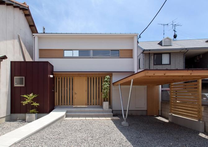 平屋のコートハウス (外観-玄関)