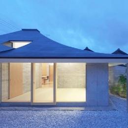 中津の住宅 (庭から寝室を見る(撮影:Kouji Okamoto))