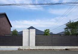中津の住宅 (プライバシーを確保する塀(撮影:Kouji Okamoto))