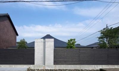 プライバシーを確保する塀(撮影:Kouji Okamoto)|中津の住宅