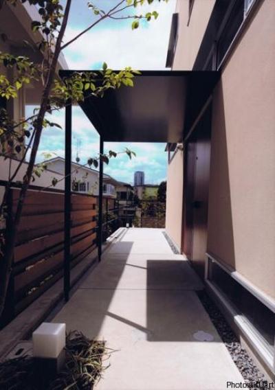 玄関ポーチ(撮影:JIKUart) (HOUSE O+U)