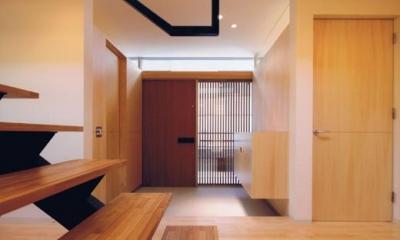 HOUSE O+U (明るい玄関(撮影:JIKUart))