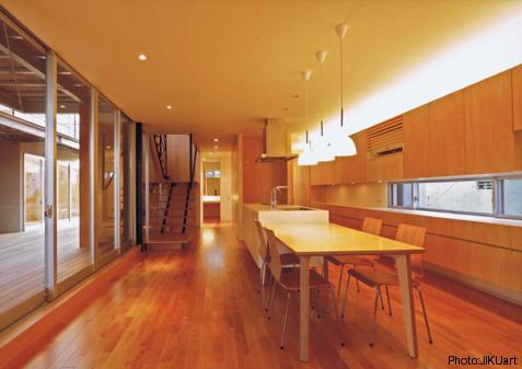 HOUSE O+U (ダイニングキッチン-B1(撮影:JIKUart))