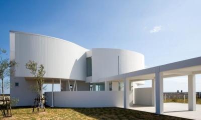 O house (海に臨む家)