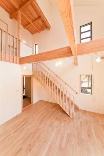 オープンな階段 (どんぐりハウス)