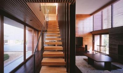 居間|木ルーバーの家