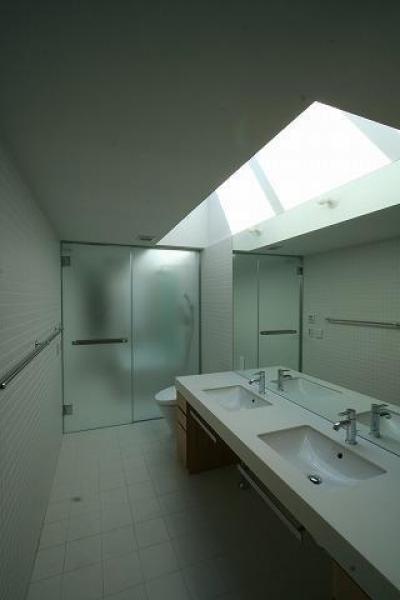 浴室 (木ルーバーの家)